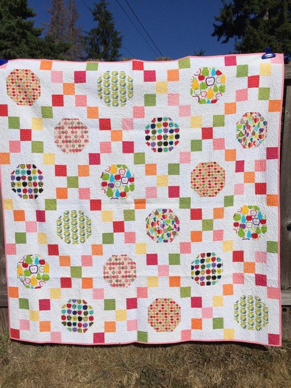 1 Apple Quilt Front 70x70